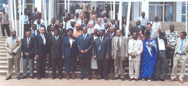 Participants à la Conférence internationale « Regard sur l'évolution & les performances des              initiatives microfinance en Afrique : Leçons à tirer et perspectives » à Yaoundé, mai 2005.
